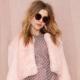 Розовая шуба цвета пудра: нежность и женственность