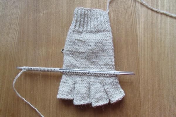 как связать спицами перчатки с откидным верхом мастер класс