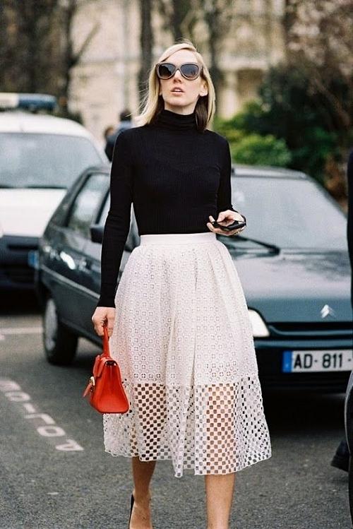 Черная водолазка под белую юбку