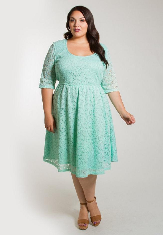 93b62d23cf2503a Модели и фасоны кружевные платьев для полных: советы по выбору