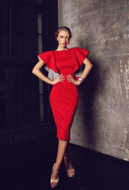 Ярко-красное платье 2018