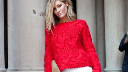 Модный женский свитер крупной вязки спицами
