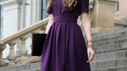 С чем носить фиолетовое платье в 2020 году