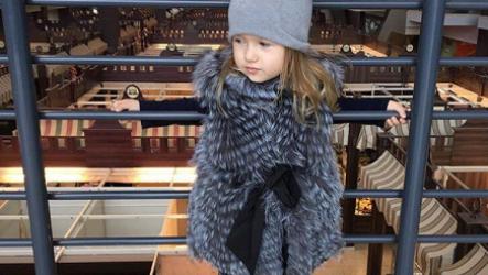 Детская меховая жилетка для девочки: какую выбрать, как пошить своими руками