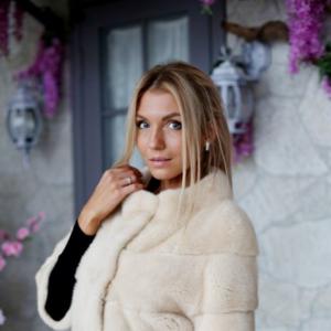 Элегантная шуба из меха скандинавской норки – наряд для успешных дам