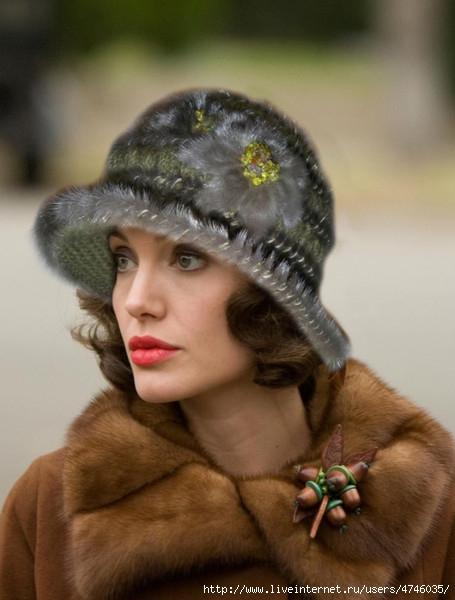 Шляпя а декорированием мехом