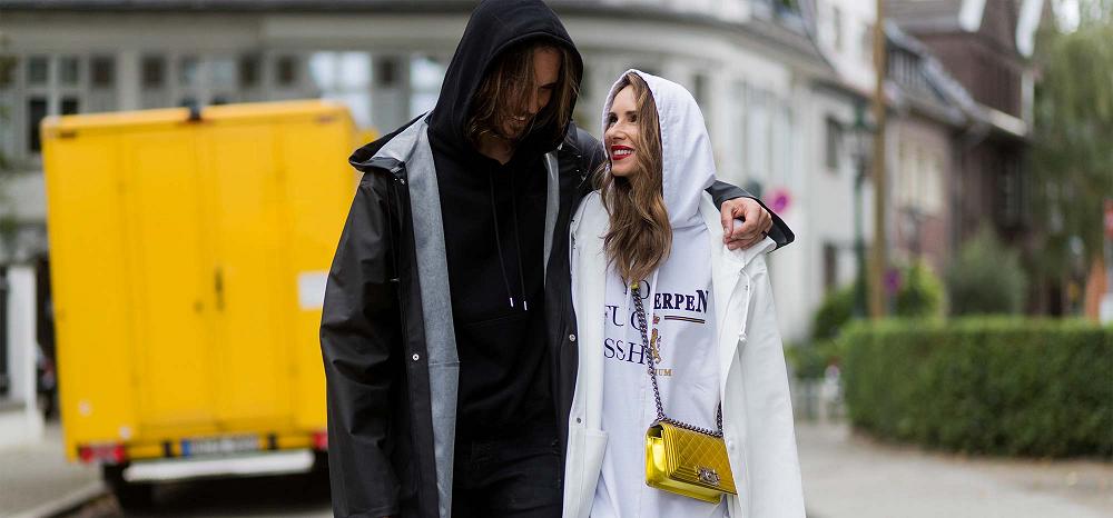 С чем носить плащ-дождевик