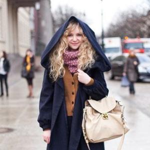 С чем носить пальто с капюшоном?