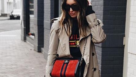 Модный тренд 2020: пальто с джинсами и кроссовками