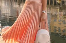 С какими блузками носят юбки? Модные тенденции 2019 на фото