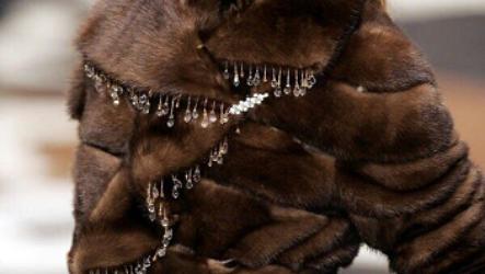 Не мех, а смех: 8 шуб, которым не место в твоем гардеробе (По мнению Сosmo!)